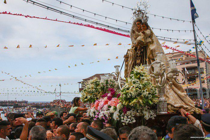 Bei der Fiesta del Carmen versammeln sich Zehntausende am Hafen.